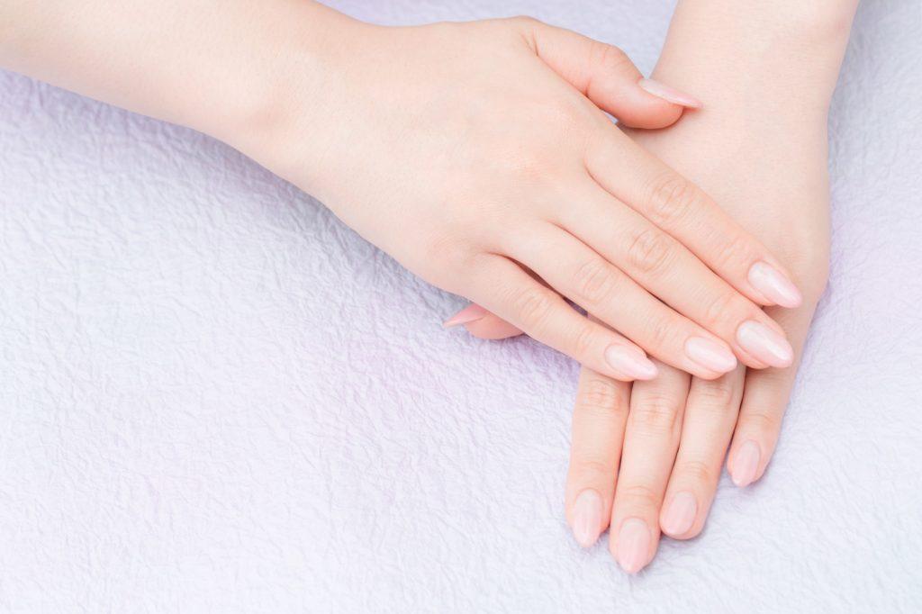 綺麗な指、キレイな爪